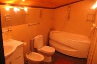 Санузел с ванной джакузи в VIP комнате (№1)